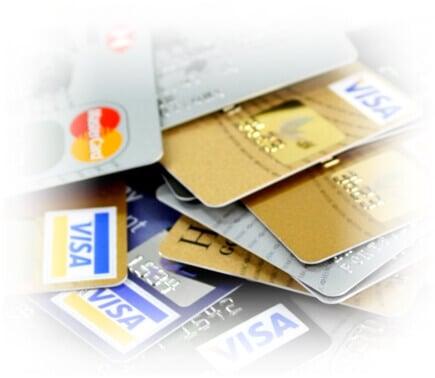 en hög med kreditkort